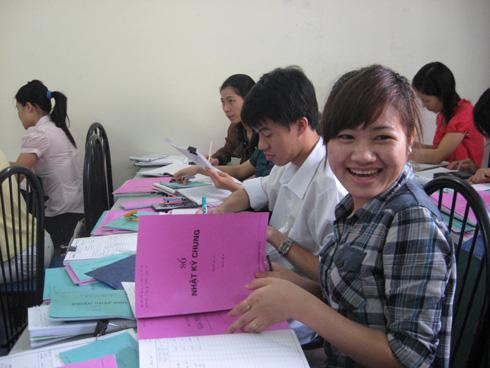 day-hoc-ke-toan-pham-thuy-linh-co-gai-den-tu-thang-long-university-20110712175211355